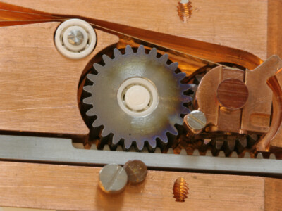 Sample rotator for high magnetic fields